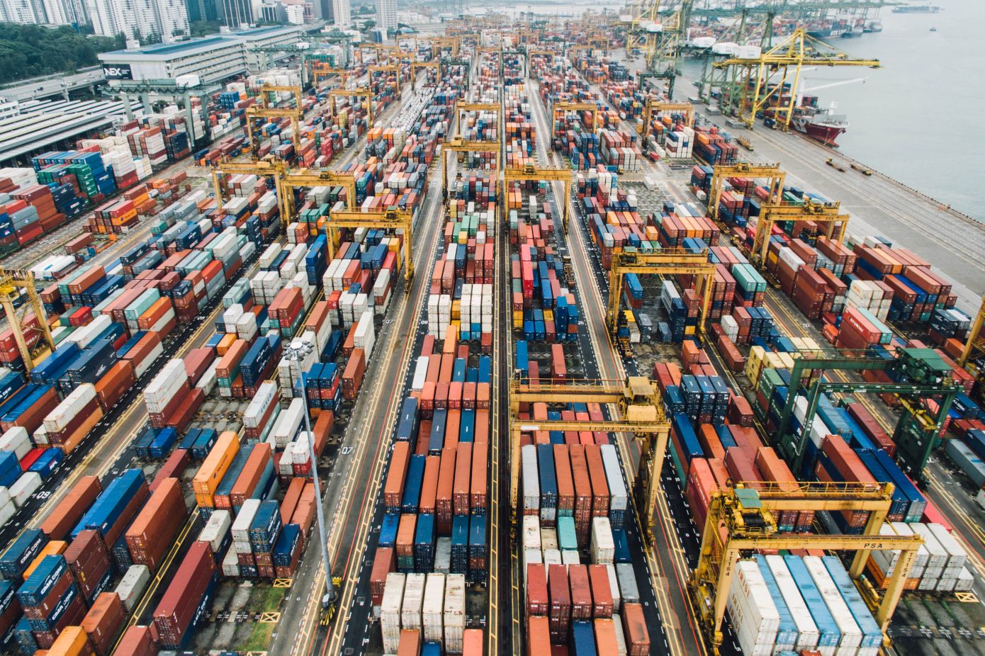 BlueCargo optimizes stacks of containers for maximum efficiency